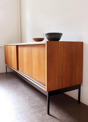 grosses sideboard von d waeckerlin designbutik. Black Bedroom Furniture Sets. Home Design Ideas
