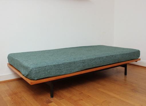 idealheim bett von dieter waeckerlin designbutik. Black Bedroom Furniture Sets. Home Design Ideas