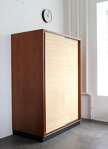 schrank mit schiebet ren von d waeckerlin designbutik. Black Bedroom Furniture Sets. Home Design Ideas