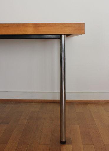 Tisch aus der futura serie von girsberger designbutik for Design tisch futura