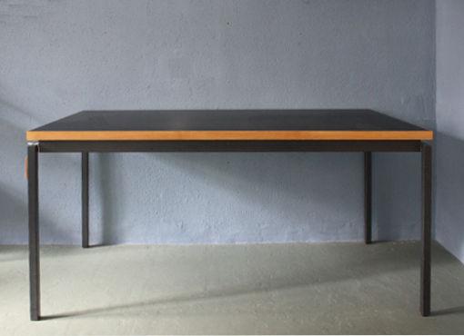 Tisch mit Rollkorpus von Wohnbedarf | designbutik