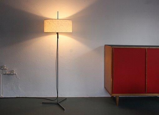 stehlampe mit zylindrischem schirm designbutik. Black Bedroom Furniture Sets. Home Design Ideas