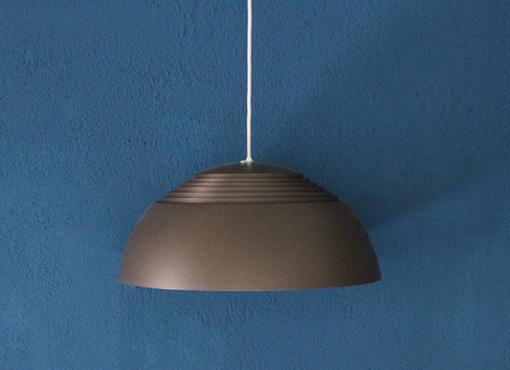 royal lampe von arne jacobsen designbutik. Black Bedroom Furniture Sets. Home Design Ideas