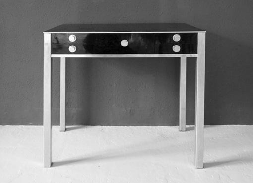 Kleiner Tisch mit Schubladen von J. Schalk