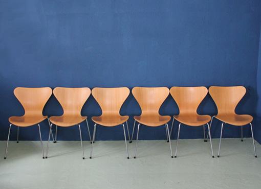 Sechs Stühle von Arne Jacobsen