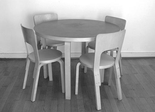 Tisch mit vier Stühle von Alvar Aalto