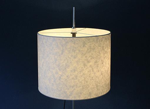 Stehlampe mit Papierschirm