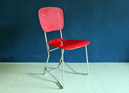Roter Aluflex-Stuhl