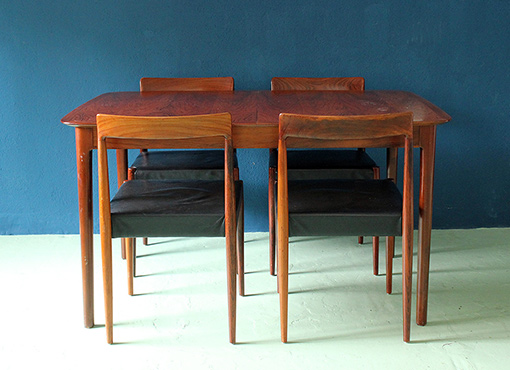 Palisander-Ausziehtisch mit Stühlen