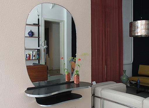 Spiegel mit Ablage
