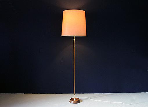 Stehlampe mit Kokosfaserschirm