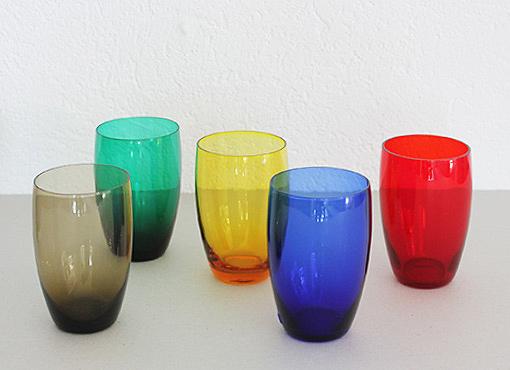 Gläser aus buntem Glas