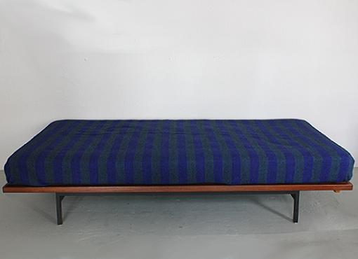 Bett von Dieter Waeckerlin