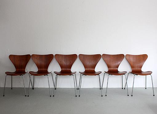 """Stühle """"3107"""" in Teak von Arne Jacobsen"""