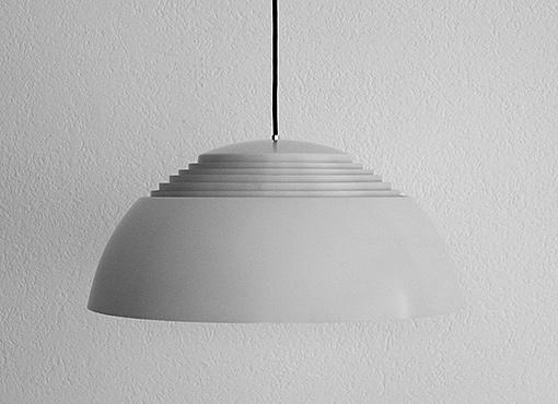 """Pendelleuchte """"Royal"""" von Arne Jacobsen"""