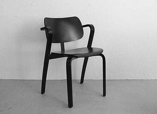 Aslak-Stuhl von Ilmari Tapiovaara